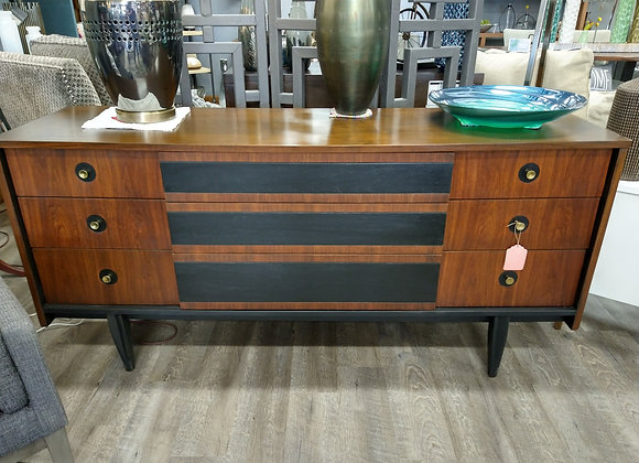 9 Drawer Hooker Furniture Dresser