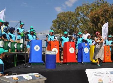 Çöp bidonlarından davulları, küreklerden zilleri ile konser verdiler!