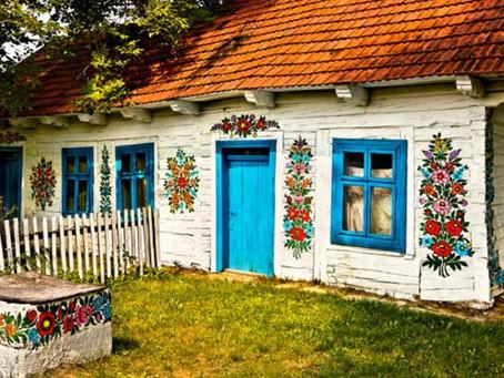 Baştan aşağı çiçek motifleriyle süslü kasaba