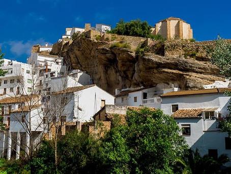 Bir kayanın altına kurulan 3 bin kişilik köy
