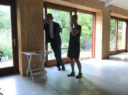 Walter en Anne in the gallery