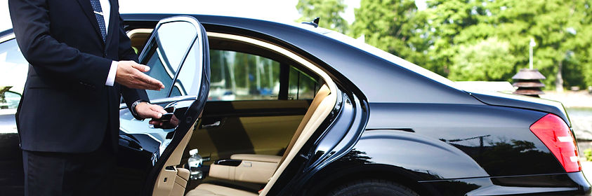 Enjoy a luxury limousine transfer to your next destination in Cape Town - South Africa - Luxury Wine Trails