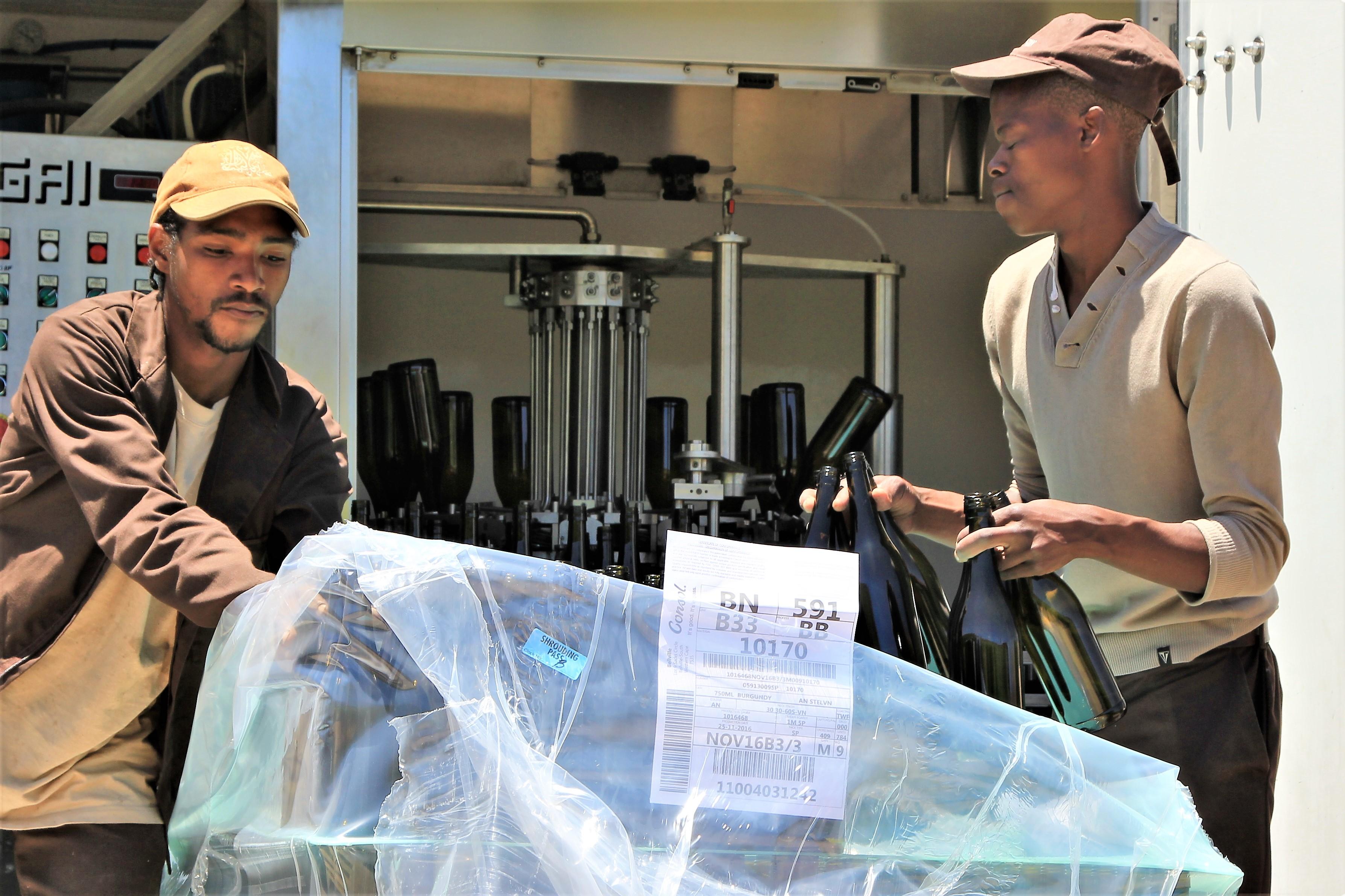 Mobile Bottling at DeMorgenzon