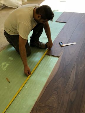 Posa di pavimento AVATARA con materassino di 2 mm sottostante