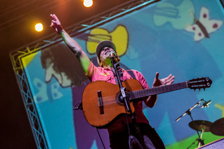 Manu Chao en Santo Domingo de la Calzada: King Of The Bongo!