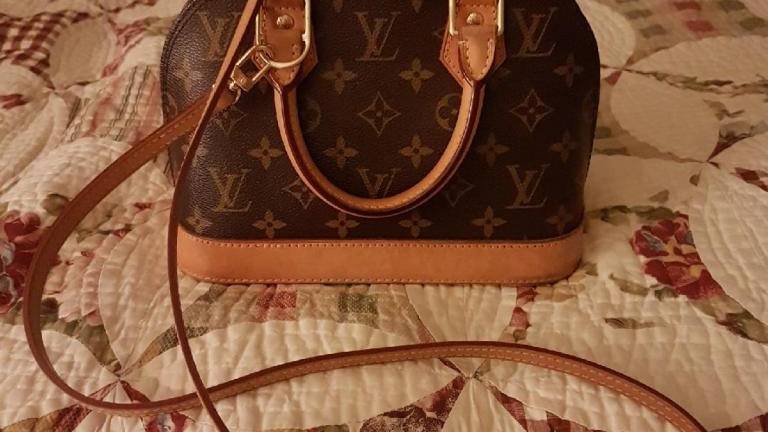 Louise Vuitton Alma BB