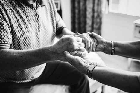 Resources & Tips for Helping a Senior Parent Transition into Assisted Living