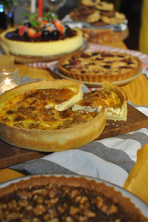 Quiche de queijo de cabra, tomate e manjericão grande