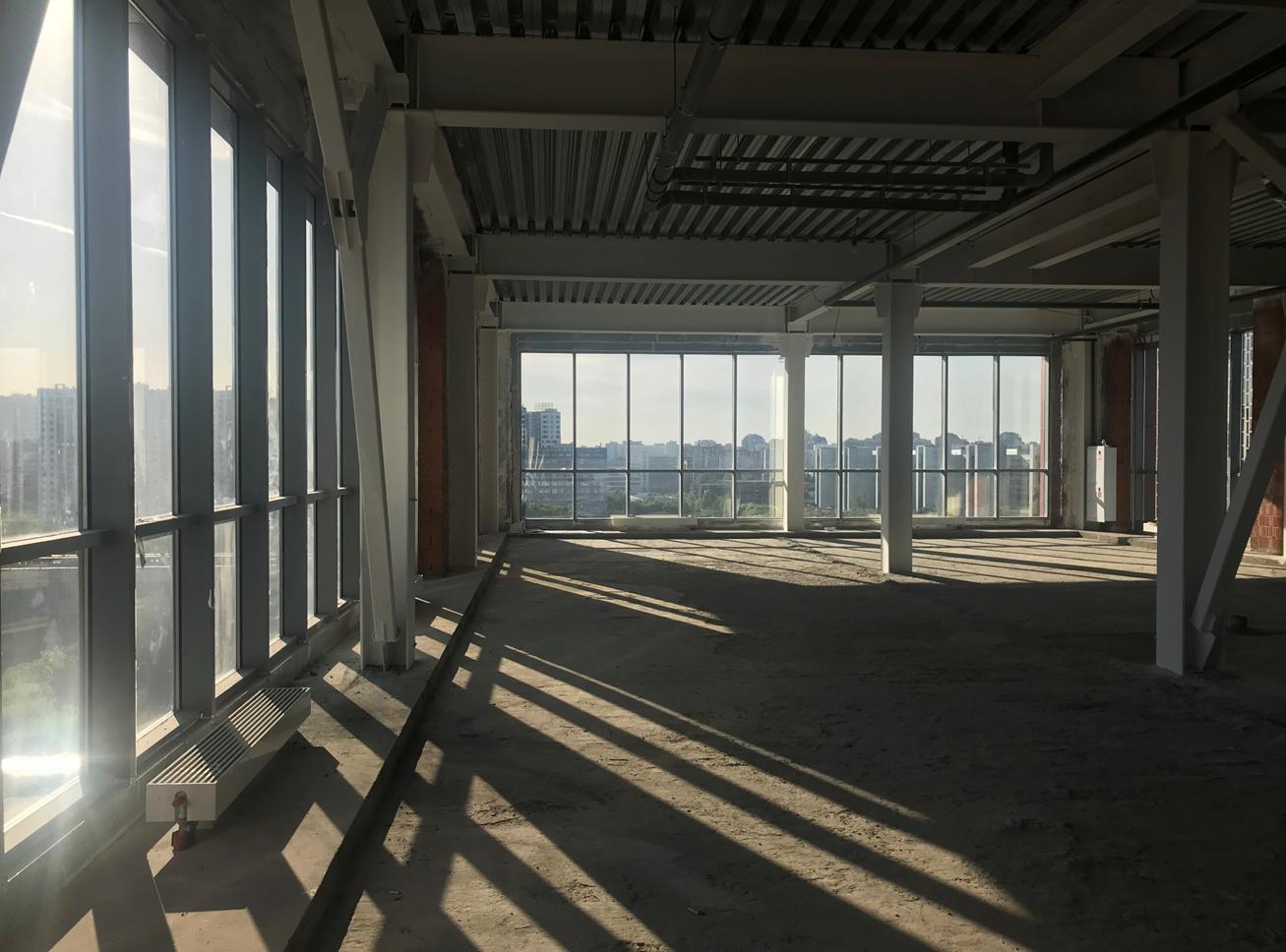 помещение с окнами