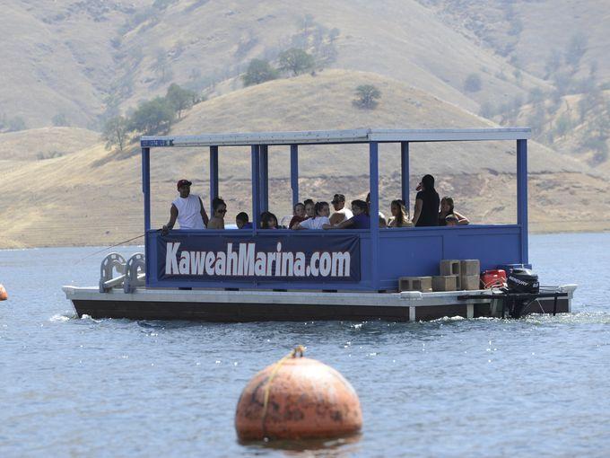 Lake-Kaweah-boat