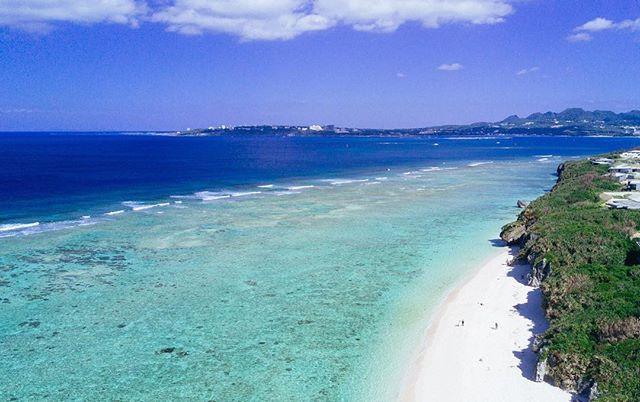 美ら民家から歩いていける瀬底ビーチは、国内屈指の透明度で知られています__海水浴