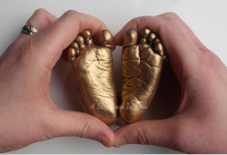 3D baby feet in gold