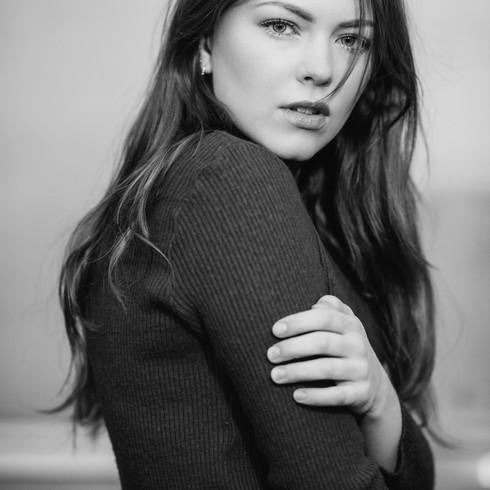 Photographer: Brett Florens Photographer: Anneloes van Acht Makeup: Michelle van Kempen Styling: Aylin Ak Styling Model: Annelieke Joosten