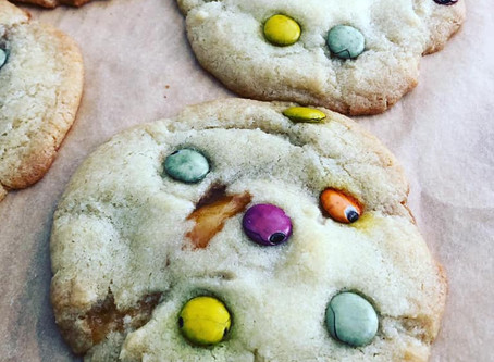 Smartee Cookies with caramel filling