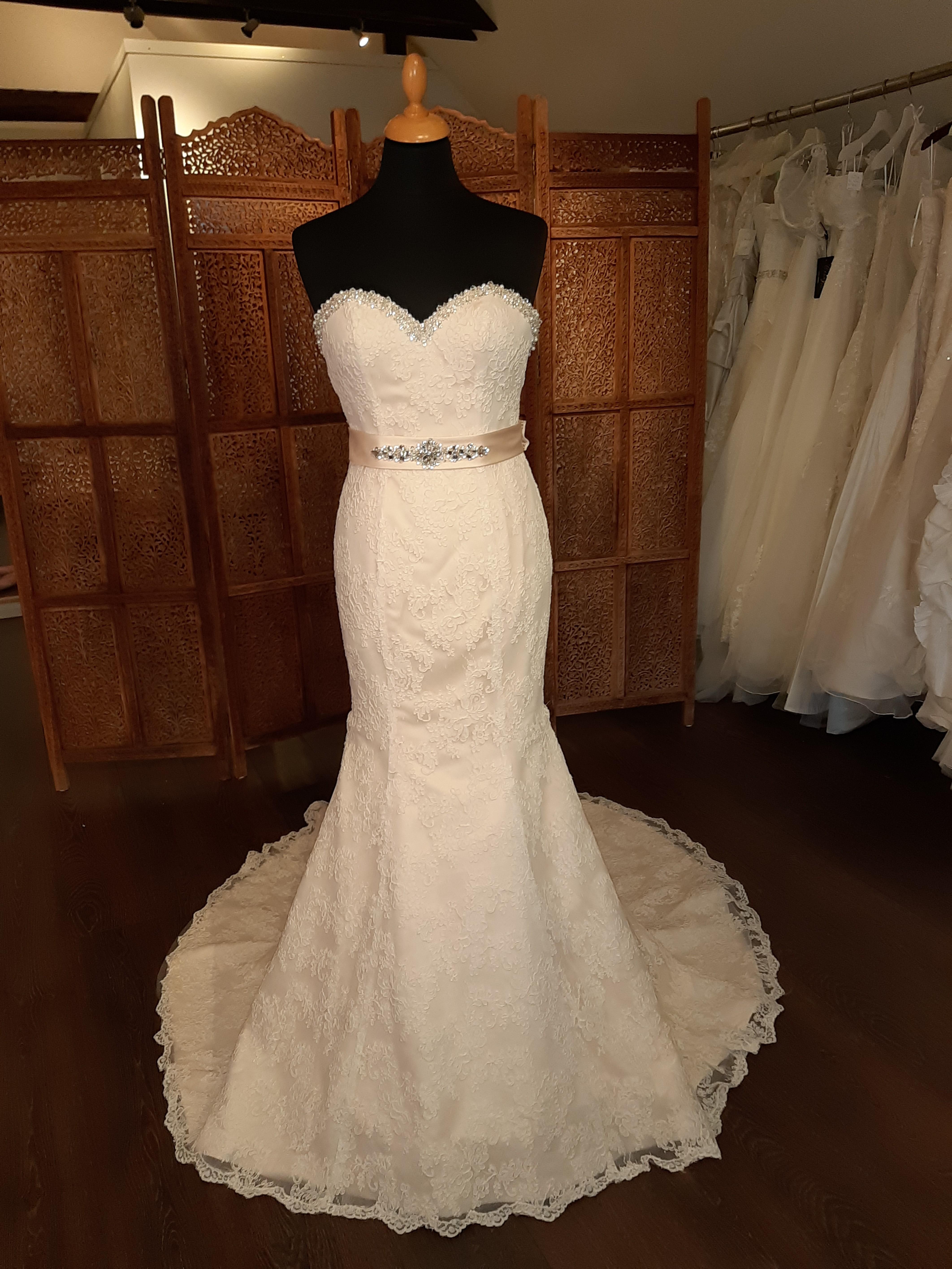 ef8feefe7045 Brudekjole - Cizzy Bridal