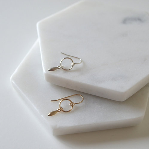 Mini drop earring