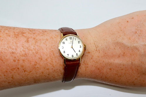 A Nice Vintage C1967 Ladies 9ct 375 Yellow Gold Omega Manual Wind Wristwatch