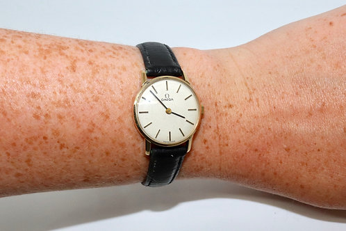 A Nice Vintage C1973 Ladies 9ct 375 Yellow Gold Omega Manual Wind Wristwatch