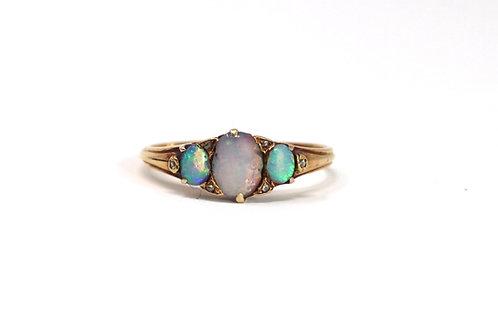 A Stunning Antique Victorian 18ct Yellow Gold Opal & Rose Cut Diamond Ring