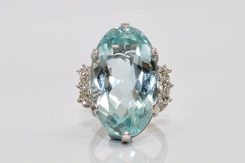 A Stunning Modern 18ct Gold 34.00ct Aquamarine & 0.50ct Diamond Cocktail Ring