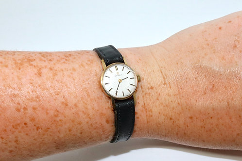 A Nice Vintage C1972 Ladies 9ct 375 Yellow Gold Omega Manual Wind Wristwatch