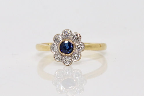 A Fine Vintage 18ct Yellow Gold 0.20ct Sapphire & 0.25ct Diamond Cluster Ring