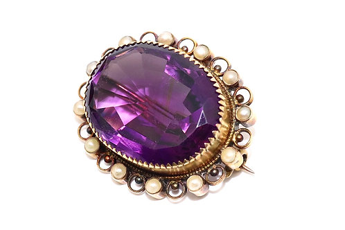A Charming Antique Victorian 15ct Gold 30.00ct Amethyst & Pearl Bordered Brooch