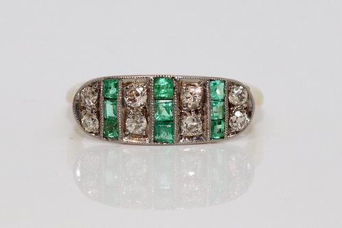 A Stunning Antique Edwardian 18ct 750 Yellow Gold Emerald & Old Cut Diamond Ring