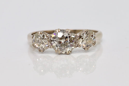 A Very Nice Vintage 18ct 750 White Gold 1.60ct Diamond Three Stone Ring