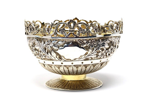 A Stunning Antique Victorian C1889 Solid Silver Foliate Floral Embossed Bowl