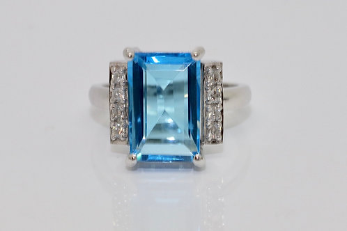 A Stunning Modern 18ct 750 White Gold 7.00ct Topaz & 0.17ct Diamond Ring