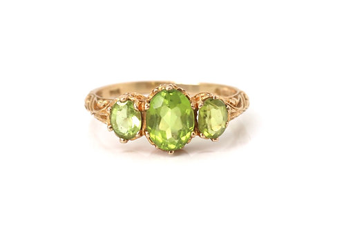 A Fine Vintage Victorian Style 9ct Yellow Gold Peridot Three Stone Ring #23038
