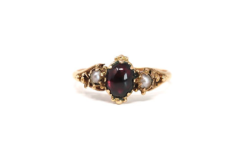 A Fine Antique Mid Victorian 15ct Yellow Gold Cabochon Garnet & Seed Pearl Ring
