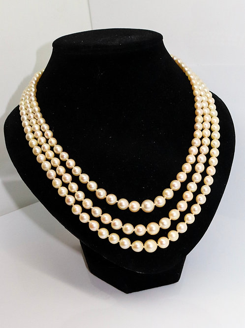 A Fine Vintage 9ct Gold Triple Strand Large Cultured Pearl Necklace
