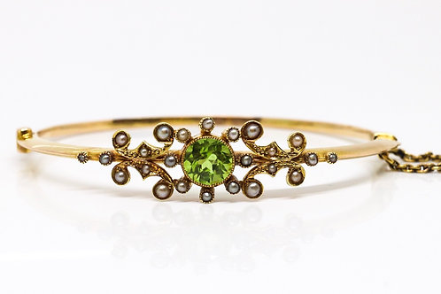 A Pretty Antique Edwardian 15ct 625 Yellow Gold Peridot & Seed Pearl Bangle