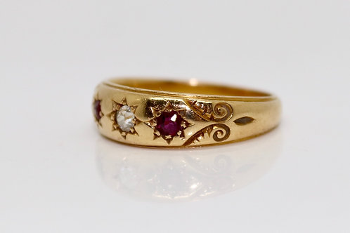 A Fine Antique Victorian C1893 18ct Gold Diamond & Ruby Three Stone Band Ring