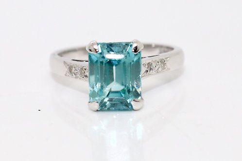 A Lovely Art Deco 18ct White Gold Zircon & Diamond Solitaire Ring