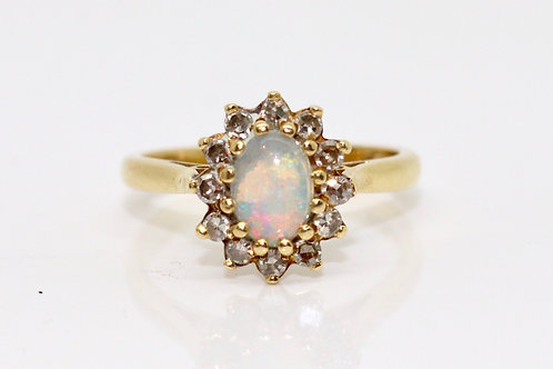 A Beautiful Vintage C1976 18ct 750 Yellow Gold Opal & Diamond Cluster Ring