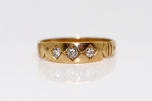 A Stunning Antique Victorian 18ct Gold 0.15ct Diamond Three Stone Band Ring