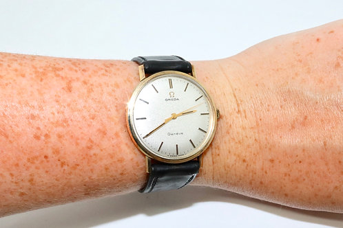 A Nice Vintage C1970 Gent's 9ct 375 Yellow Gold Omega Manual Wind Wristwatch