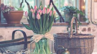 SL38 Flower Vase on Counter