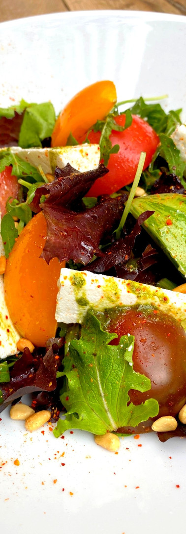 Salade de chèvre aux tomates multicolore
