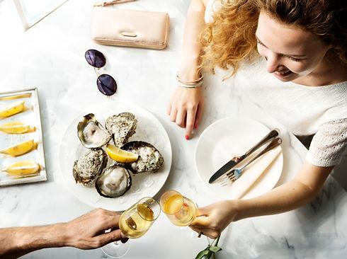 couple-celebration-drinks-champagne-love-concept-PWQ8FDB.jpeg