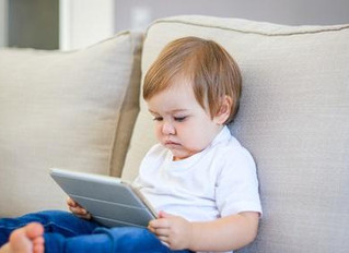 TEMPS D'ÉCRAN : Opter pour une durée limitée pour le bien-être de l'enfant