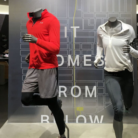 UNDER ARMOUR: GLASS DISPLAY