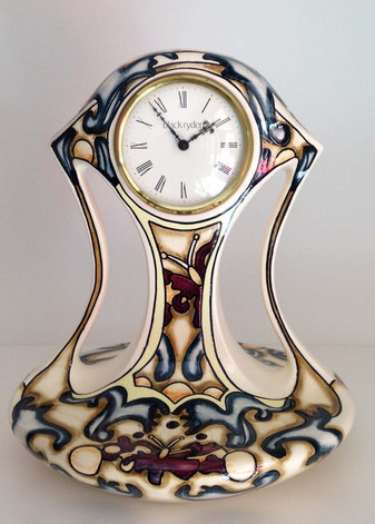 Bl;ack Ryden Ceramic Clock