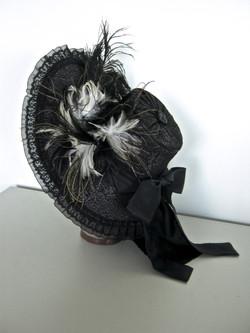 Bonnet (side)