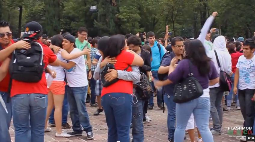 Experimento_MP3_México_2012__Video_Oficial__-_FlashMob_México_-_YouTube-3.png