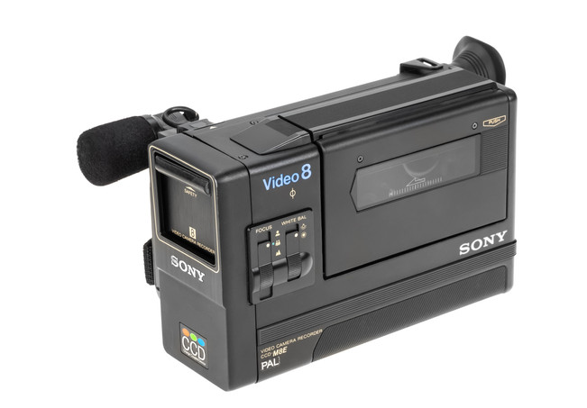 Sony CCD-M8E - 1.jpg