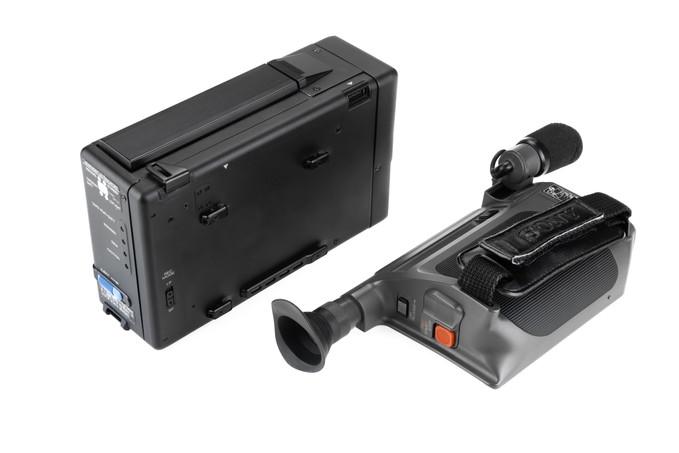 Sony CCD-M8E - 7.jpg